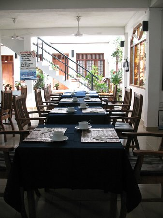 Unawatuna Beach Bungalow Hotel :                   Beach Bunglow dining room