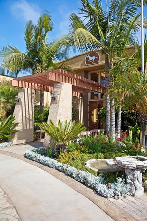 Winners Circle Resort: Front Entrance