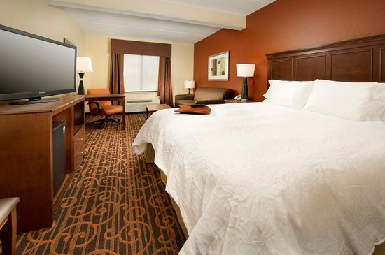 Hampton Inn Haverhill : Spread out in a king bed guest room.