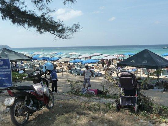 """Karon Beach:                   la spiaggia vista dal """"lungomare"""""""