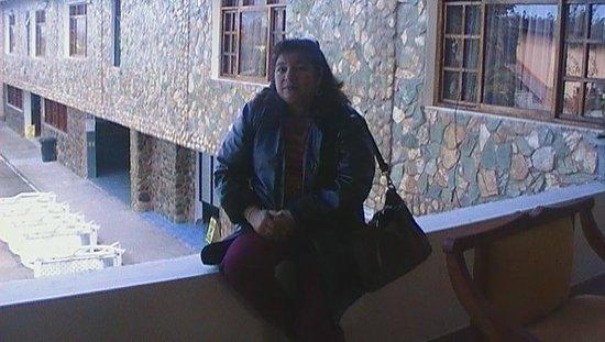Hosteria Agustin Delgado :                   foto tomada en el ventanal que da a la Piscina