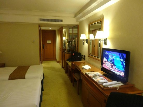 Harbour Grand Kowloon:                   Twin room
