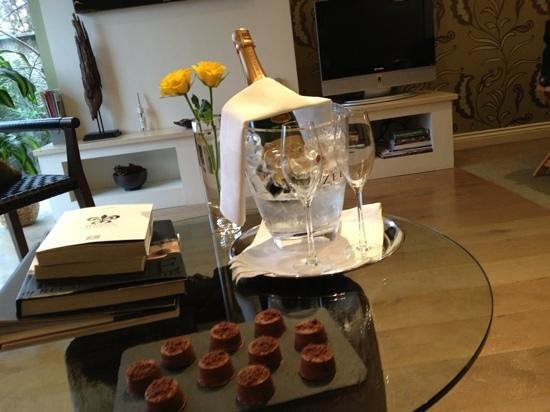 Gilpin Hotel & Lake House: Wife's Champagne & Chocolate's