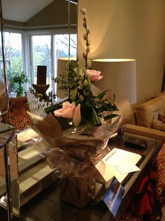 Gilpin Hotel & Lake House: Wife's flowers from the hotel (inc in package)