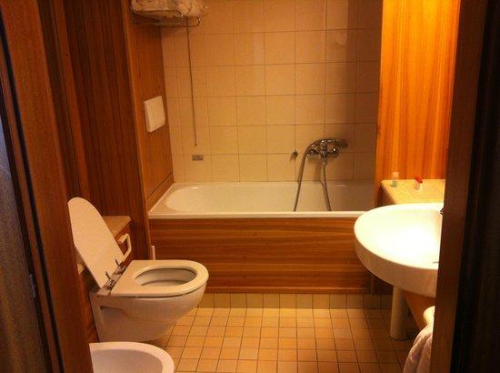 Hotel Leopardi:                   Il bagno