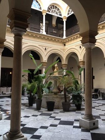 Hotel Palacio de Villapanes:                                                                         hall