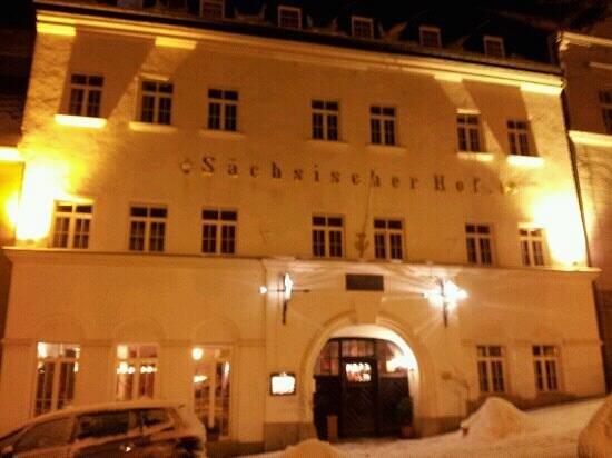 Sächsischer Hof:                   Außenansicht im Winter