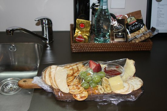 Rydges Wellington: Chees Plate