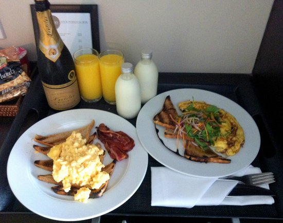 Rydges Wellington: Breakfast for two!
