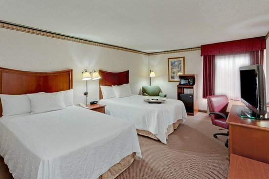 Hampton Inn & Suites Alexandria Old Town Area South : Room with 2 double beds