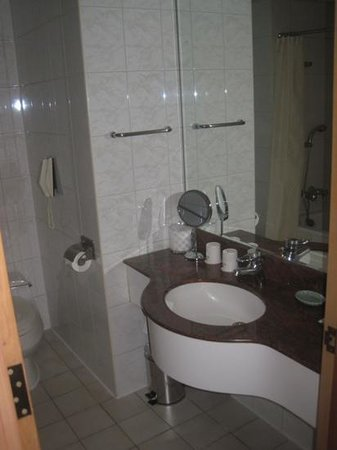 Dong Wu Hotel: bathroom 2805