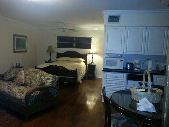 Tarpon Flats Inn:                   homey and comfortable