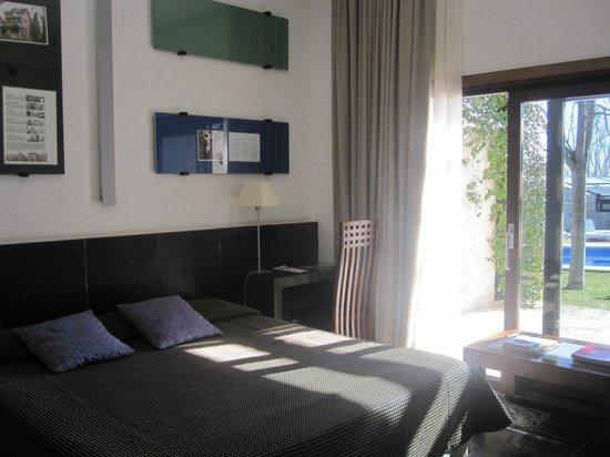 Mas Passamaner :                   habitacion edificio moderno