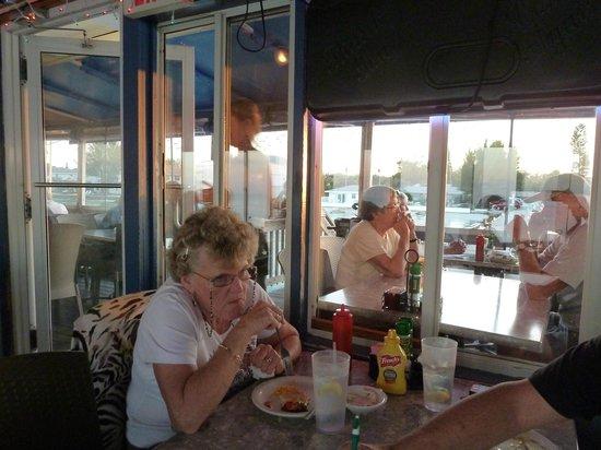 Rod & Reel Pier: Blick aus dem Restaurant auf die Veranda