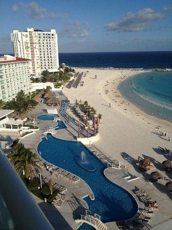 Krystal Cancun:                                     parte de las áreas del hotel y la playa