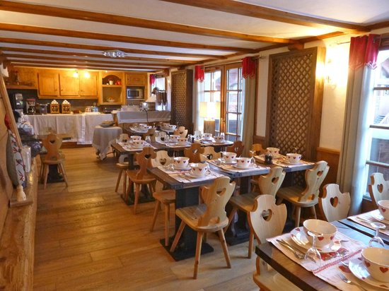 Les Monts Charvin:                   breakfast room