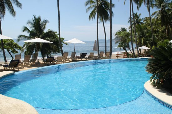 Tango Mar Beachfront Boutique Hotel & Villas:                   Piscina