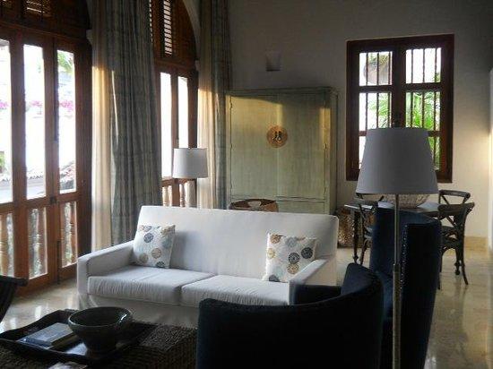 Hotel Casa San Agustin:                   El living de la Suite, de gran altura, espectacular y cálido a la vez, ideal p