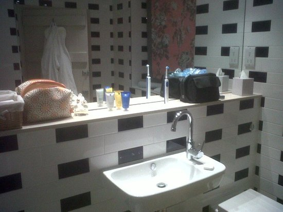 The Devonshire Arms at Beeley:                   Bathroom