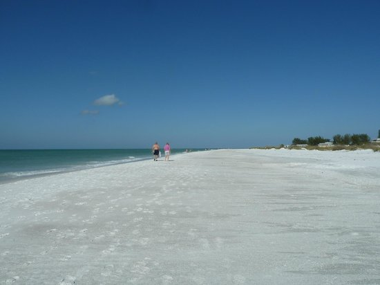 Strand vor dem Sandbar Restaurant