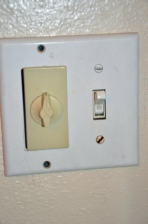 Mission Valley Resort:                   Timed heat lamp switch