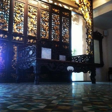 Museum Hotel:                   hotel lobby
