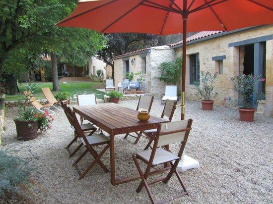 Sarlat Cote Jardin:                   el patio y jardin