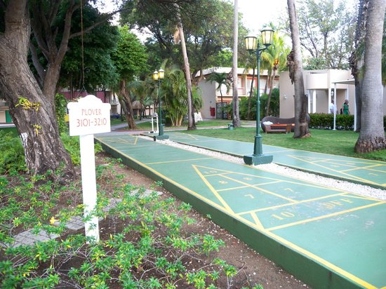 Sunscape Curacao Resort Spa & Casino:                   Shuffle Board in the garden