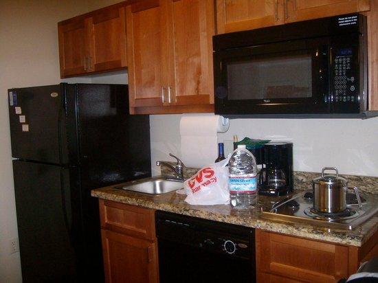 Candlewood Suites Santa Maria: Kitchenette, Candlewood Suites, Santa Maria California