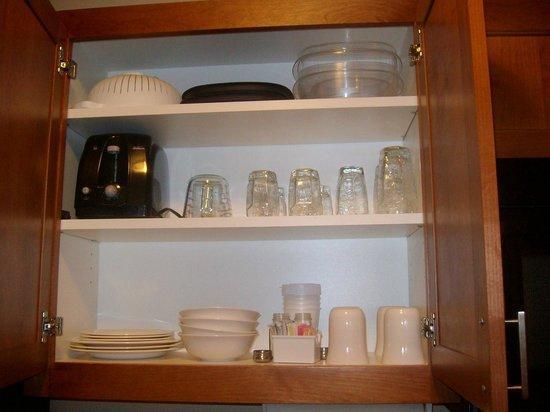 Candlewood Suites Santa Maria: Kitchenette cupboard, Candlewood Suites, Santa Maria California