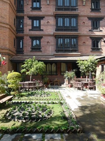 كانتيبور تيمبل هاوس: front garden