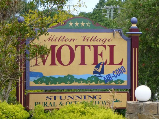 Milton Village Motel: The motel from the road