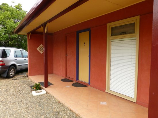 Milton Village Motel: our room , access to the garden at the side