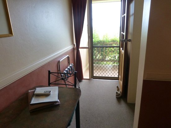 Milton Village Motel: access to the veranda from our room