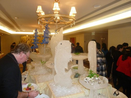 Indochine Palace:                   Ice Sculptures at the Party