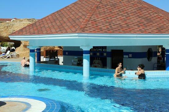 IBEROSTAR Laguna Azul:                   Swim up bar
