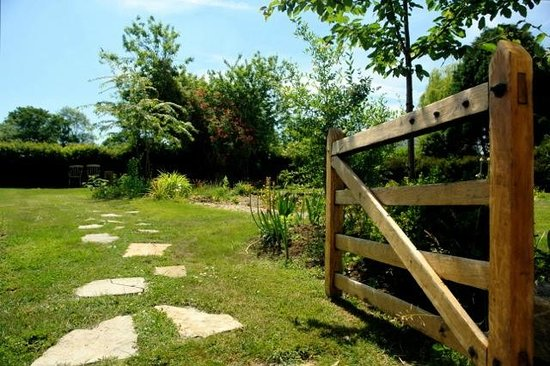 Somerset Bed and Breakfast: Gate Through to Guests' garden