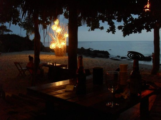 Narima Bungalow Resort: Beach ambiance