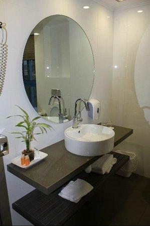 Nof Ginosar Hotel:                   Gorgeous bath