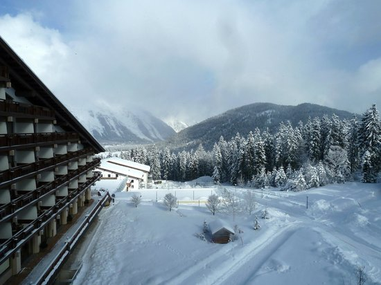 Interalpen-Hotel Tyrol: room and view