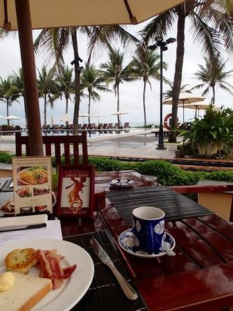 Victoria Hoi An Beach Resort & Spa: view from breakfast in l'annam restaurant (American style buffet)