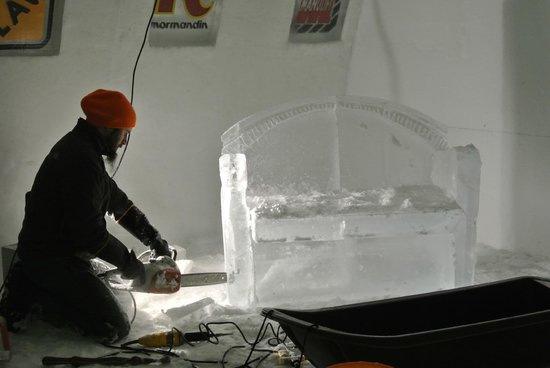 Hotel de Glace: One of the professional ice-sculptures at work.