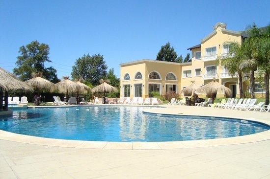 Howard Johnson Resort Pilar: Piscina exterior