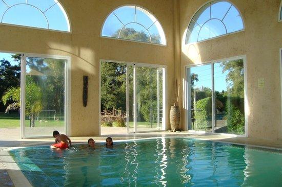 Howard Johnson Resort Pilar: Piscina climatizada