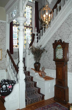 Roberts Mansion Inn & Events:                   entry