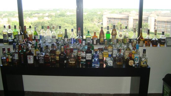 Dreams Puerto Aventuras Resort & Spa:                   7th floor bar