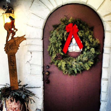 Ski Tip Lodge:                   Front door....so welcoming!!