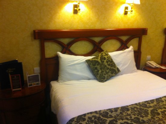 Dromhall Hotel: 2 floor room - double bed