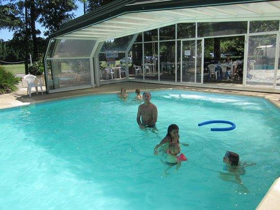 Hôtel Les Cèdres:                   piscine agréablement chauffée, que du plaisir!