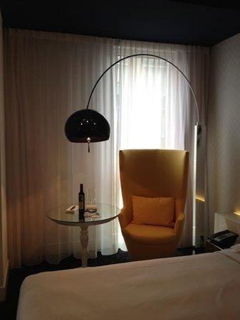 Andaz Amsterdam Prinsengracht:                   Seating in garden view room